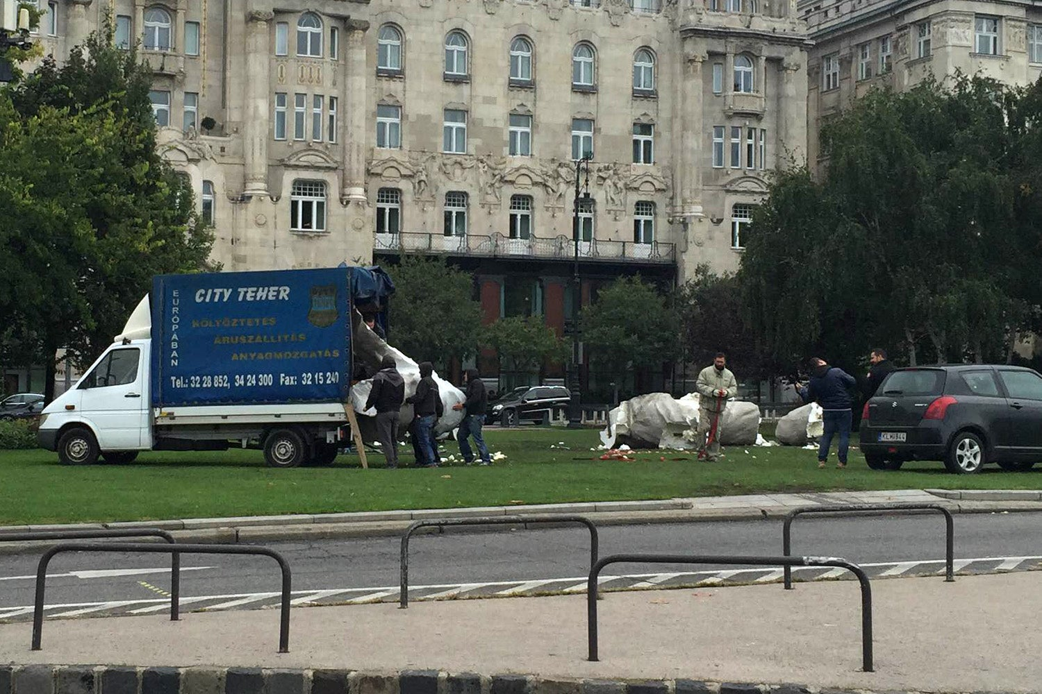 To Whom It May Concern: Please Remove This Ugly Piece of Sh.. Art From The Middle of Budapest