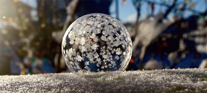 Video: A bubble instantly freezes