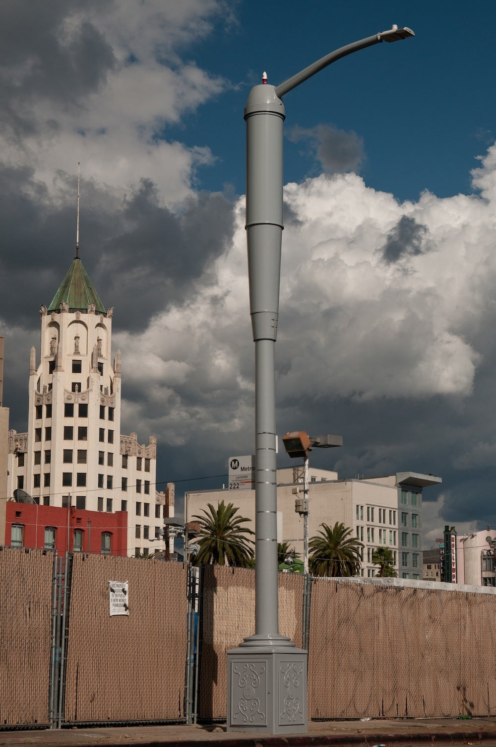 LA's New Streetlamps Will Keep Cell Service Running After an Earthquake