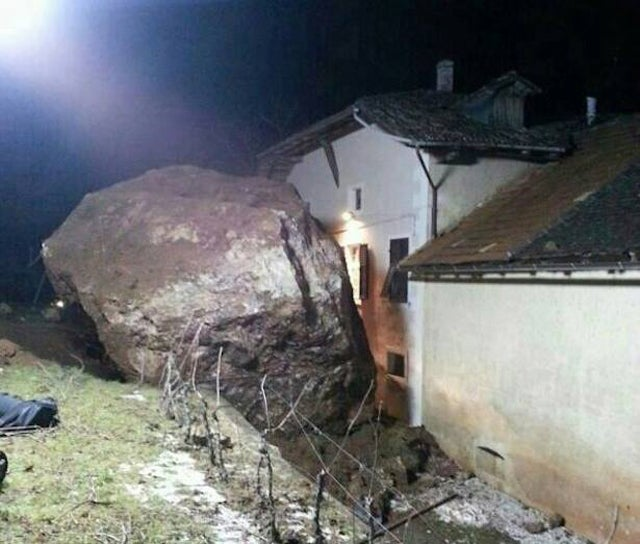 Giant Boulder Destroys Building In Italy Gizmodo Australia - Huge boulder narrowly missed house in italy