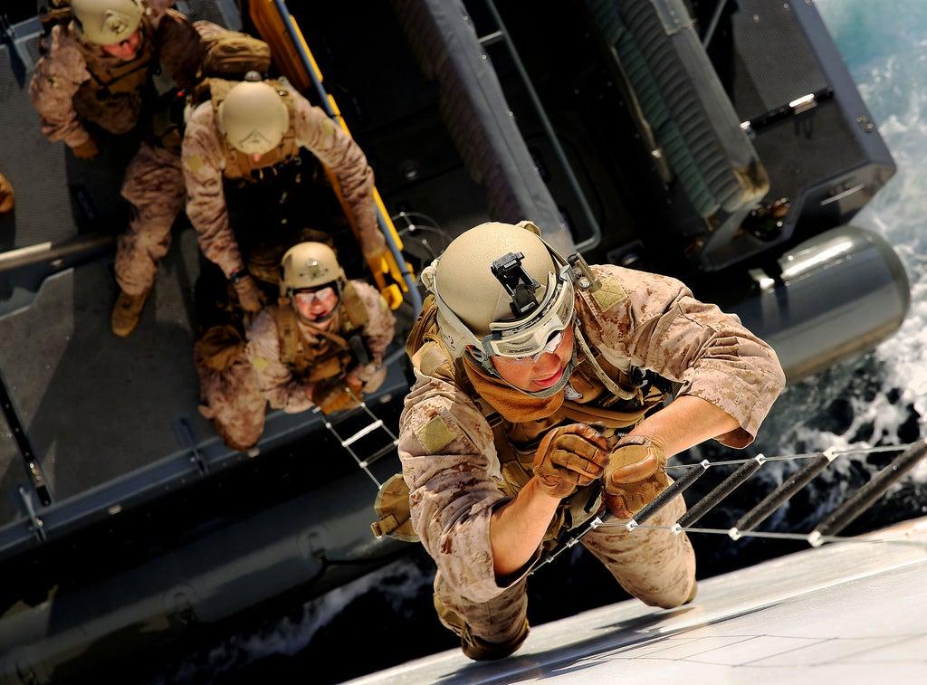 Cool photo: Boarding an amphibious assault ship seems like a lot of fun