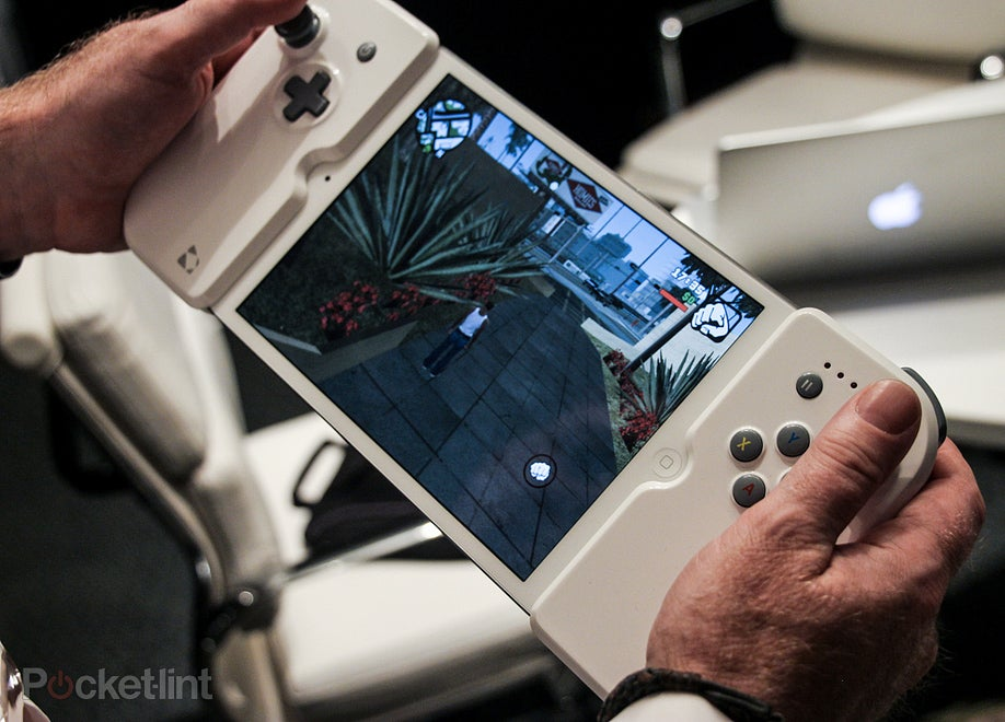 Clamp-On Controller Bolsters the iPad Mini's Gaming Prowess