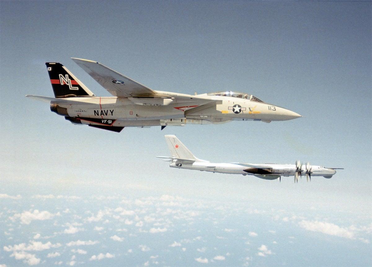 27 high tension photos of American jets intercepting Russian warplanes
