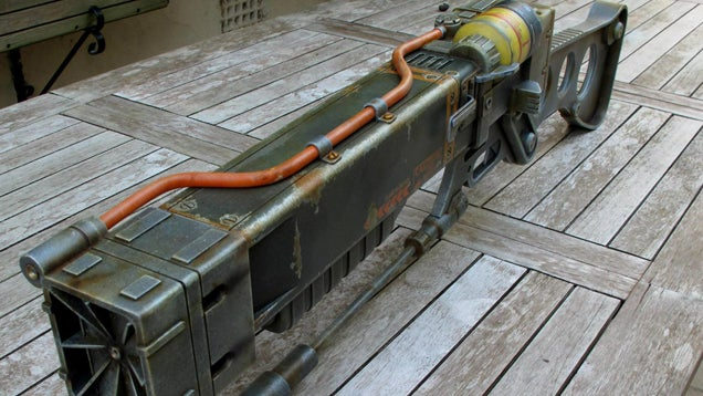 Fan-Made Fallout Laser Rifle Is Every Cosplayer's Dream