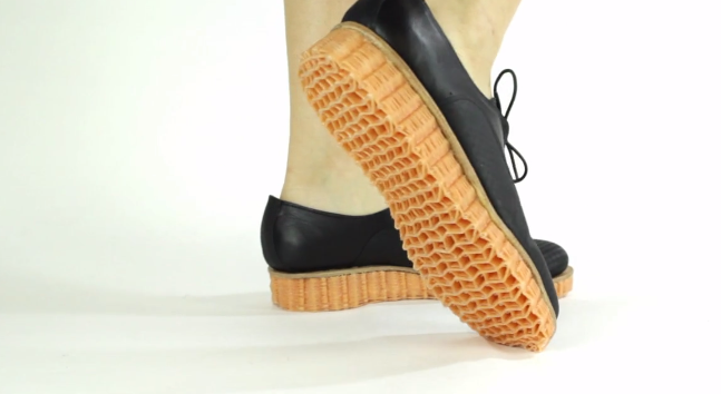 3D-Weaving Turns a Single Thread Into Shoe Soles and Stab-Proof Vests
