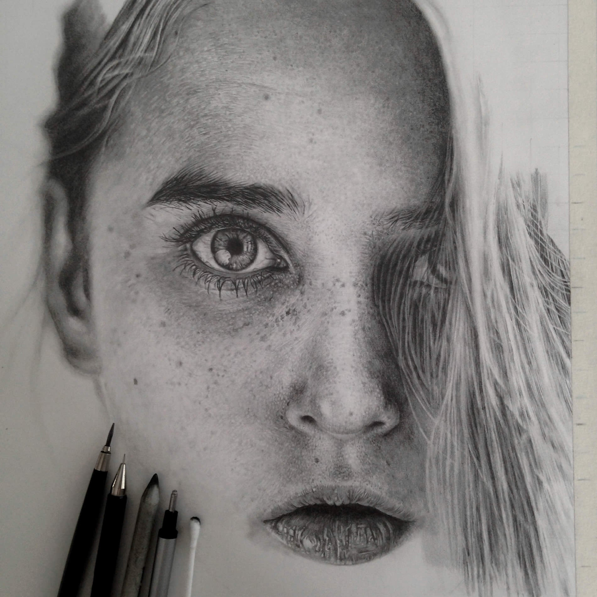 Hyperrealistic graphite drawings are indistinguishable from photos