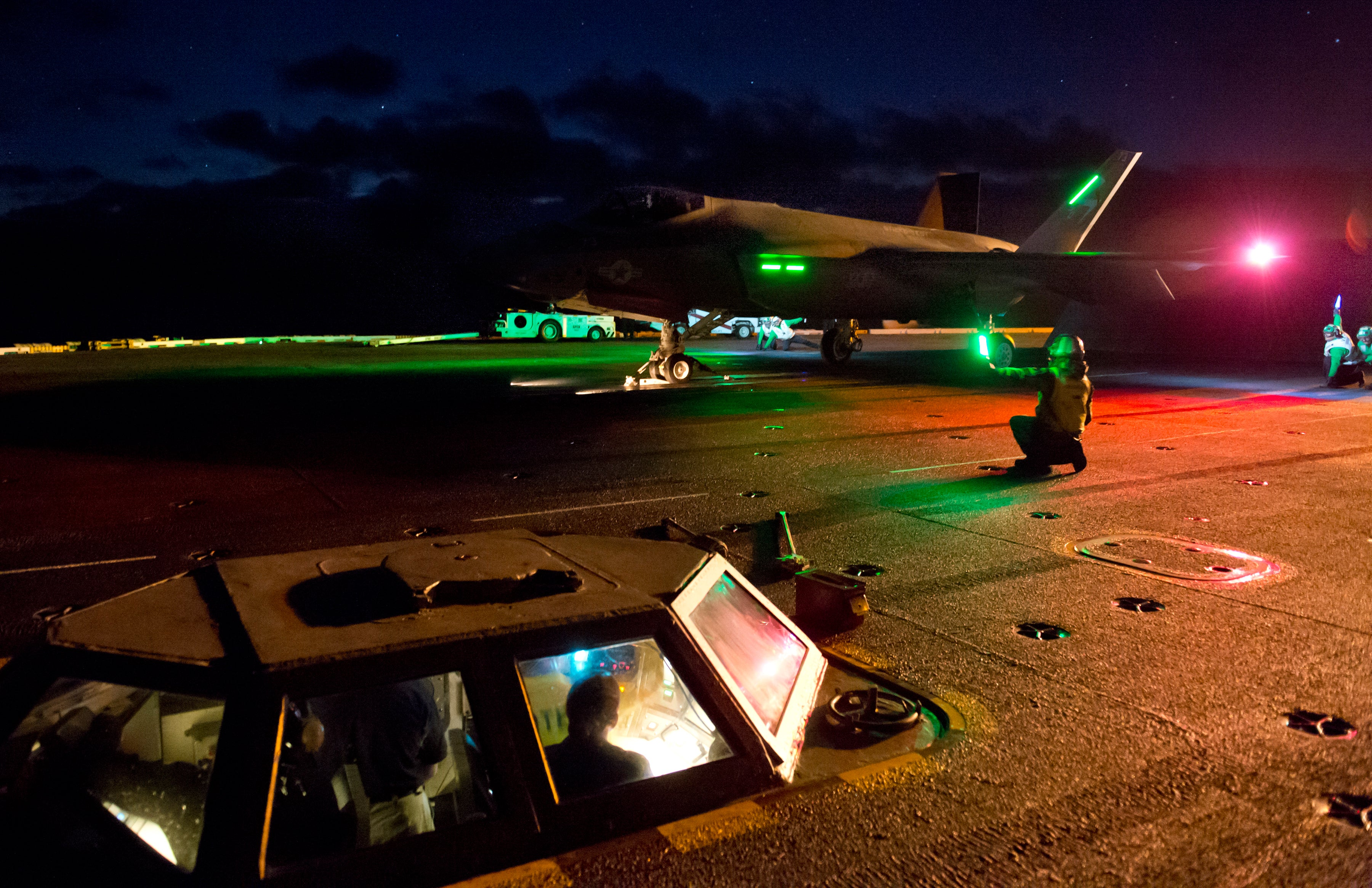 Cool ultra-HD photo of the first F-35C carrier night test