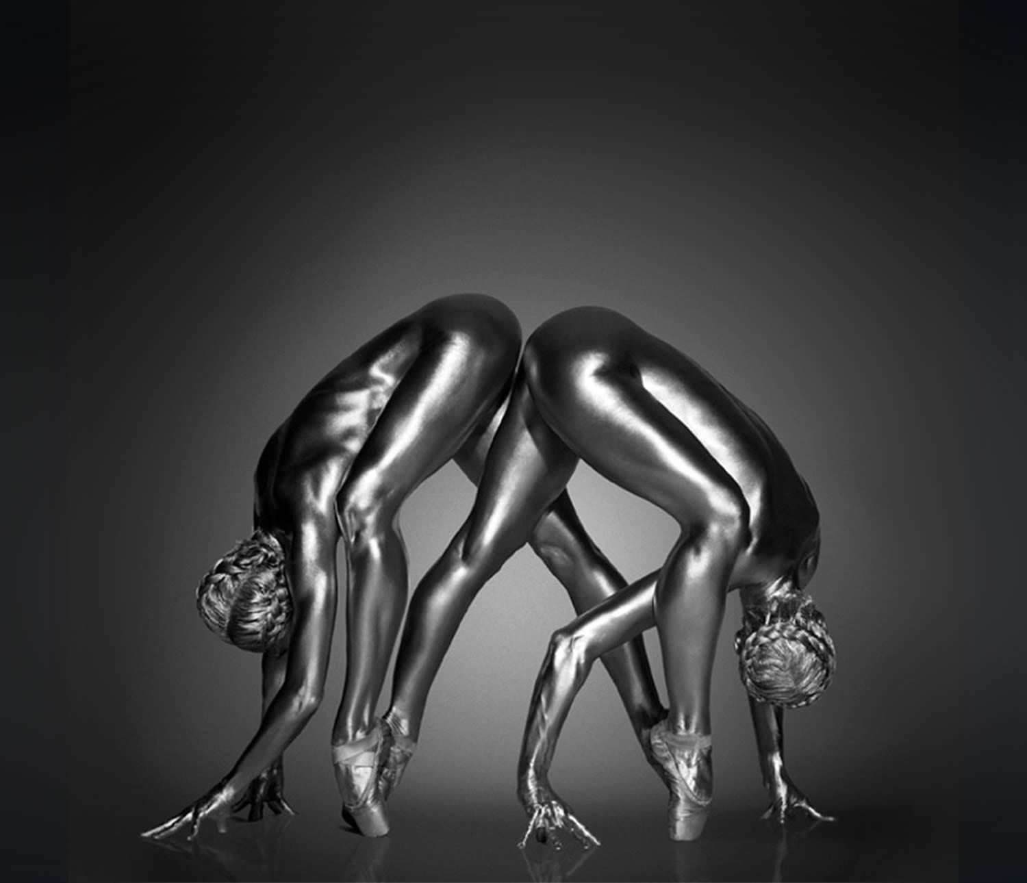 Photographer transforms women into beautiful metallic statues (NSFW)