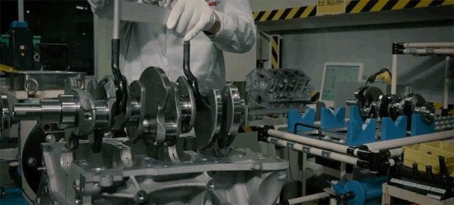 Hand Building a Powerful 565 Horsepower Car Engine Is Like Completing the Hardest Puzzle