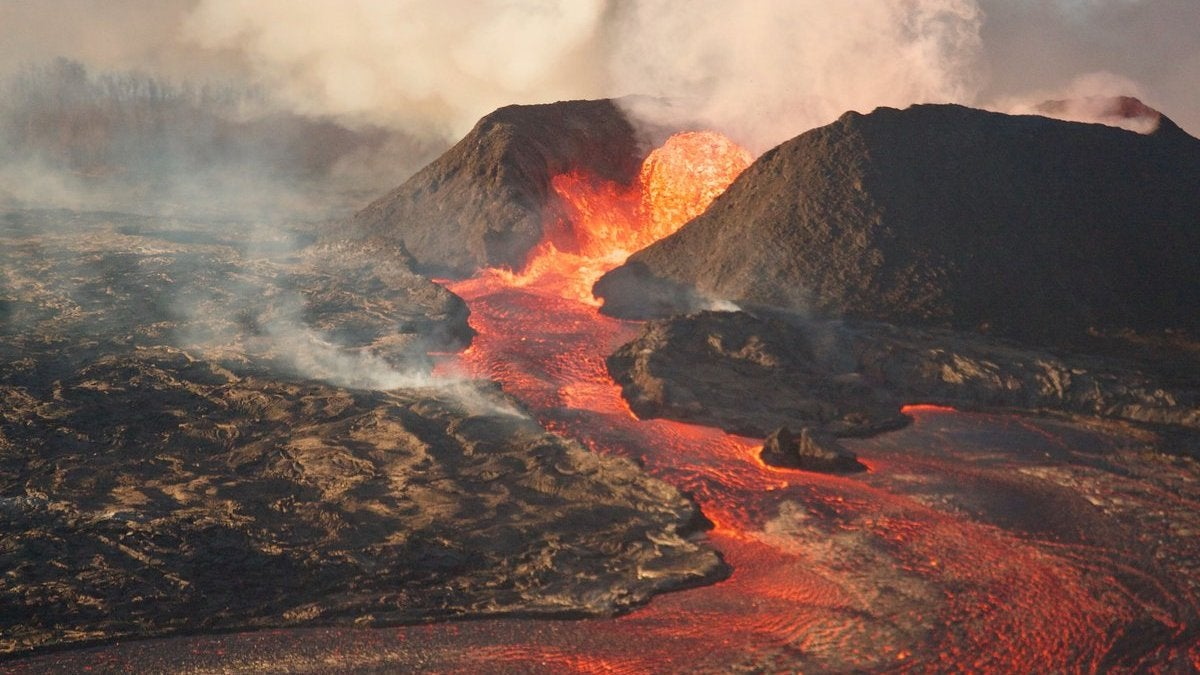 The 18 Most Dangerous Volcanoes In The United States