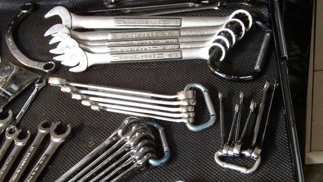 Organise Your Wrenches with Carabiners