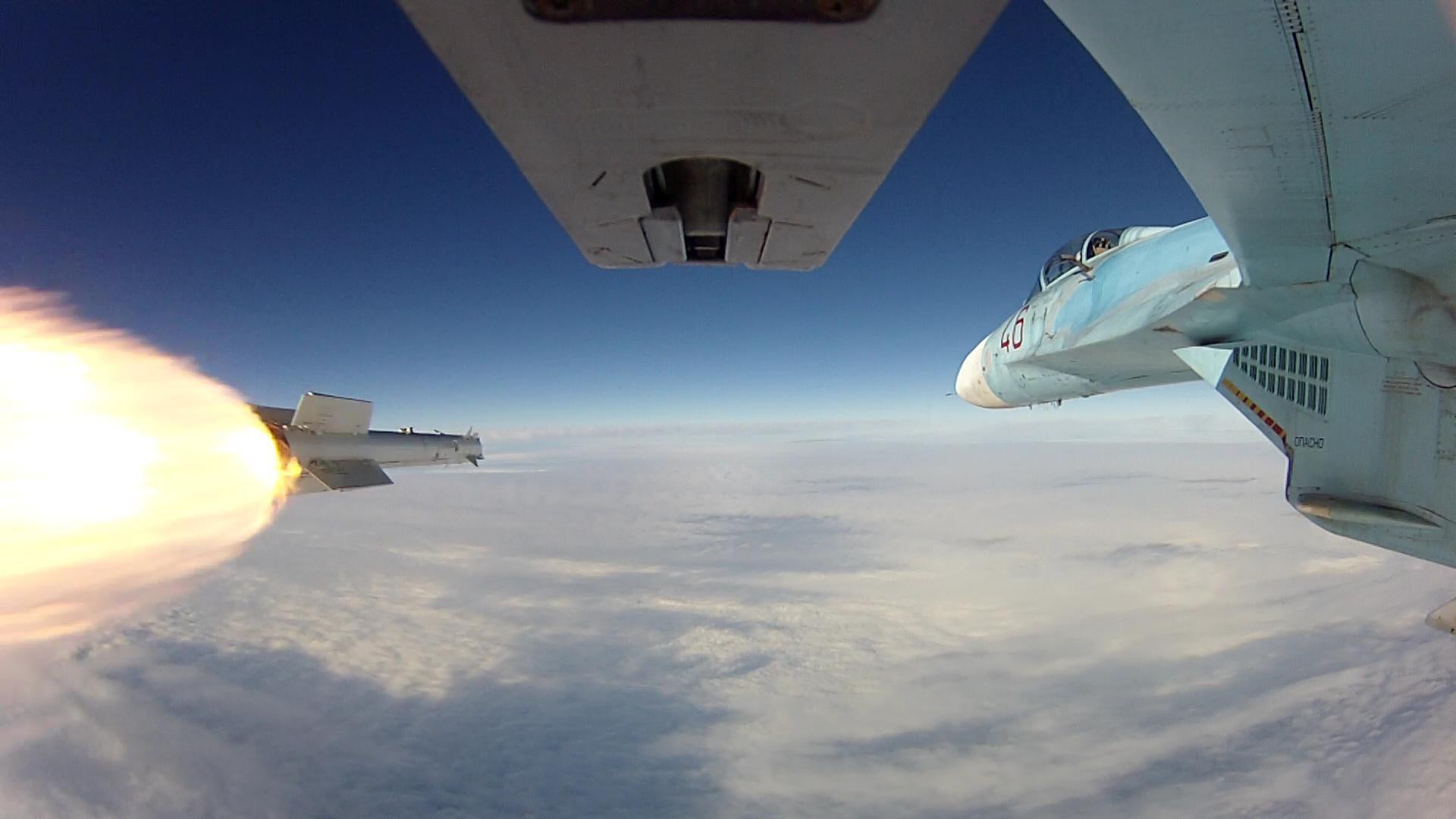 Formidable photo of a missile launch from a Russian jet fighter's wing