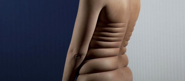 Photographer stretches skin to freaky limits without Photoshop