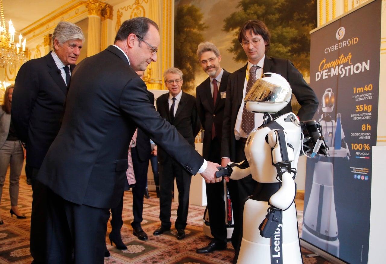 Donald Trump Has Never Publicly Shaken Hands With A Robot