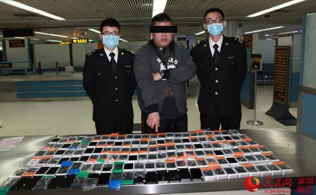 Smuggling 146 iPhones Looks Difficult