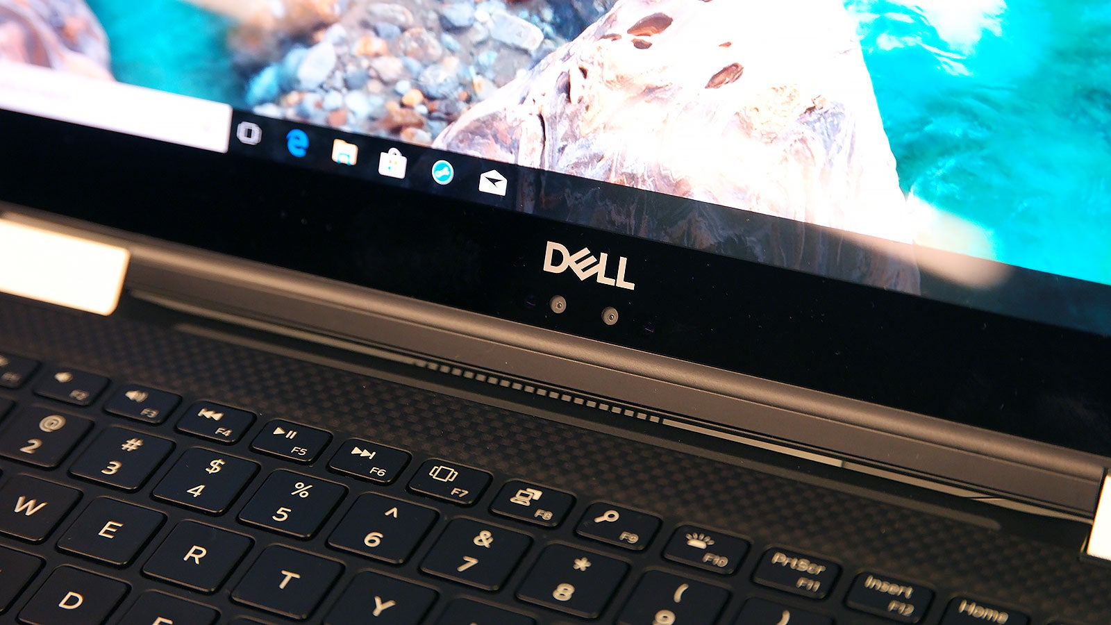 Dell's XPS 15 2-in-1 Wants To Be The Anti-MacBook Pro