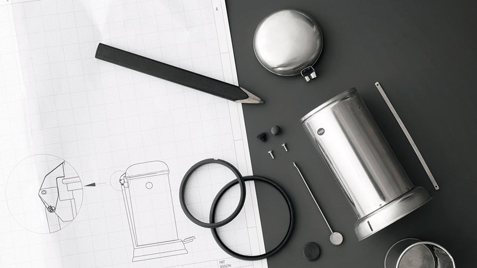 Let a Tiny Trash Can Dispose of Your Desk Clutter