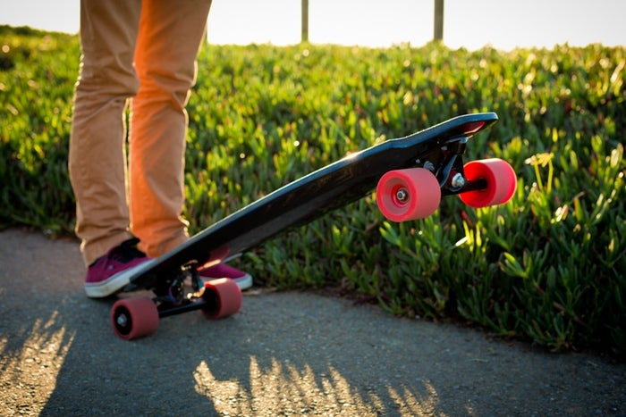 This Electric Skateboard Has Motors Inside Its Wheels