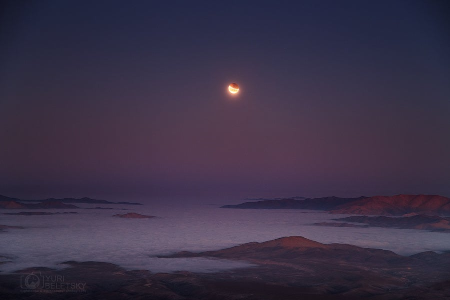 Beautiful view of the lunar eclipse over the Pacific coast