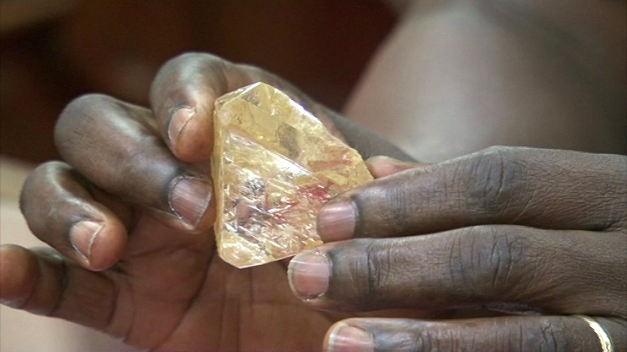 Miner Finds Enormous 706-Carat Diamond, Promptly Hands It Over To The Government