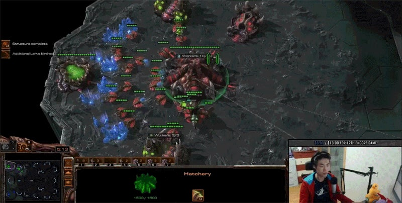 Pro Player Tries To Play StarCraft And Hearthstone At The Same Time