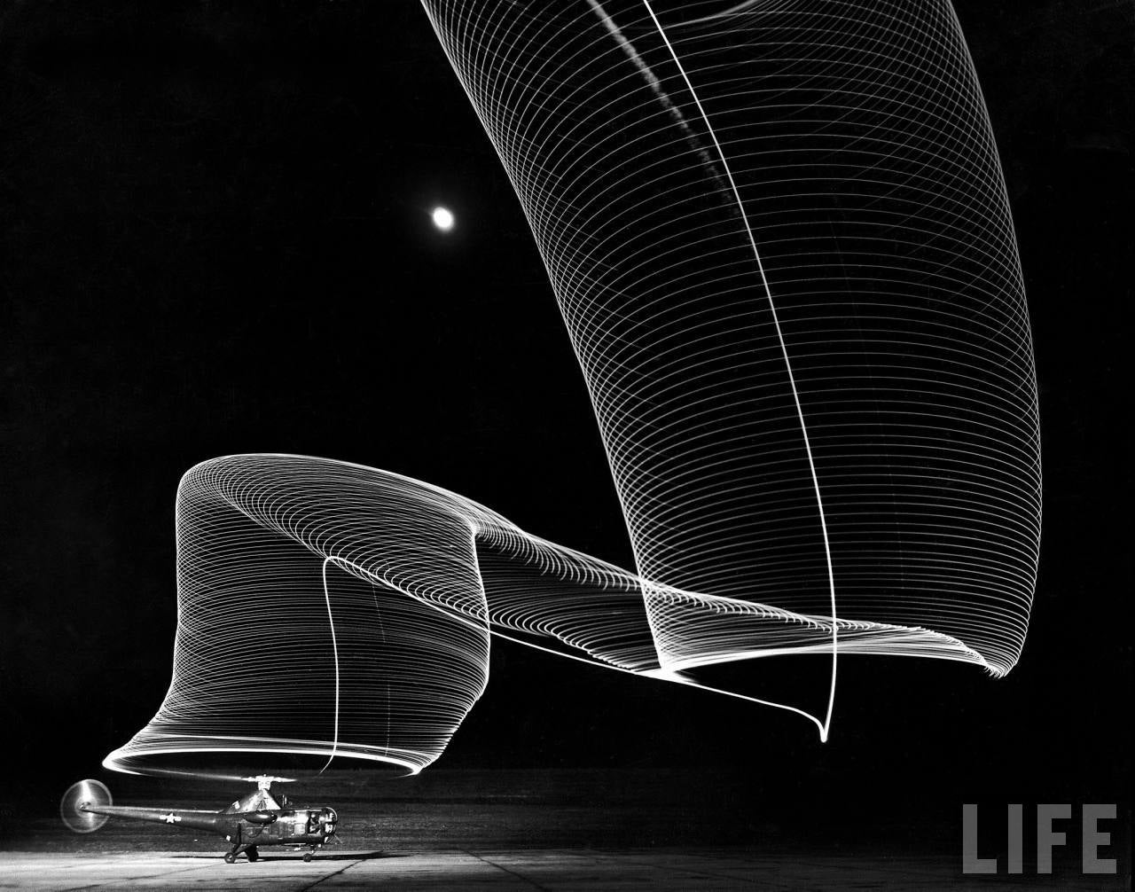 This Light Painting Pays Tribute to a Classic 1949 Navy Photograph