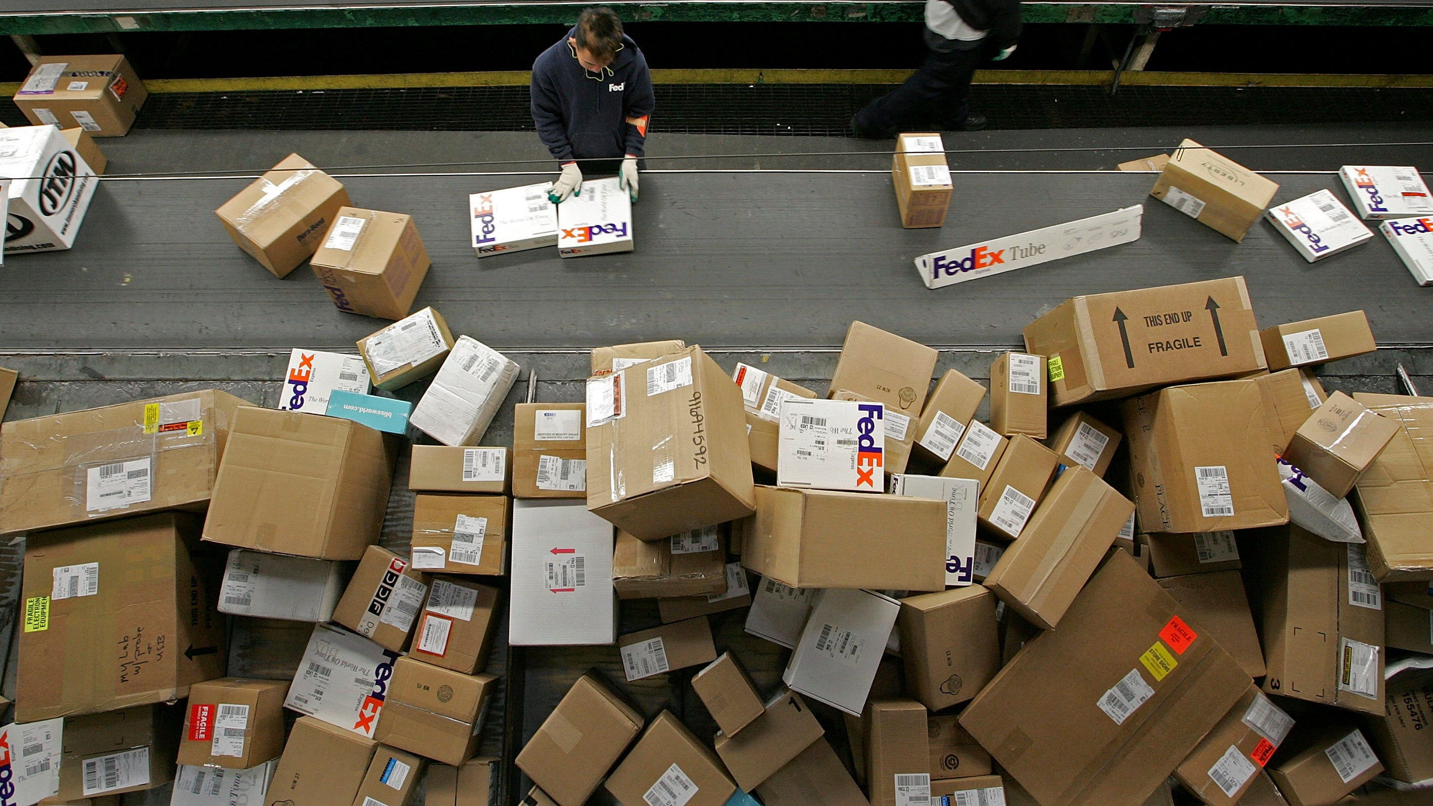 Beware New Texting Scam That Looks Like FedEx Tracking Notifications