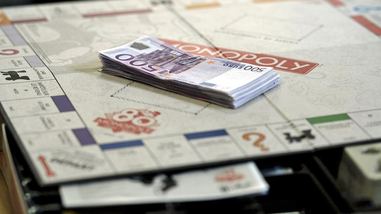 Random Special Edition Copies of Monopoly Will Come With Real Cash