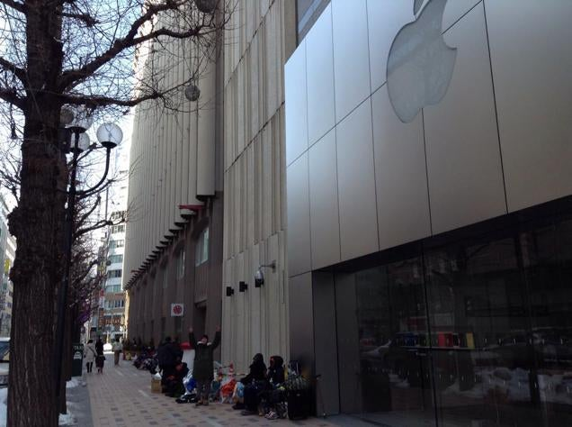 The Apple Store Line That Could Kill You. Literally.