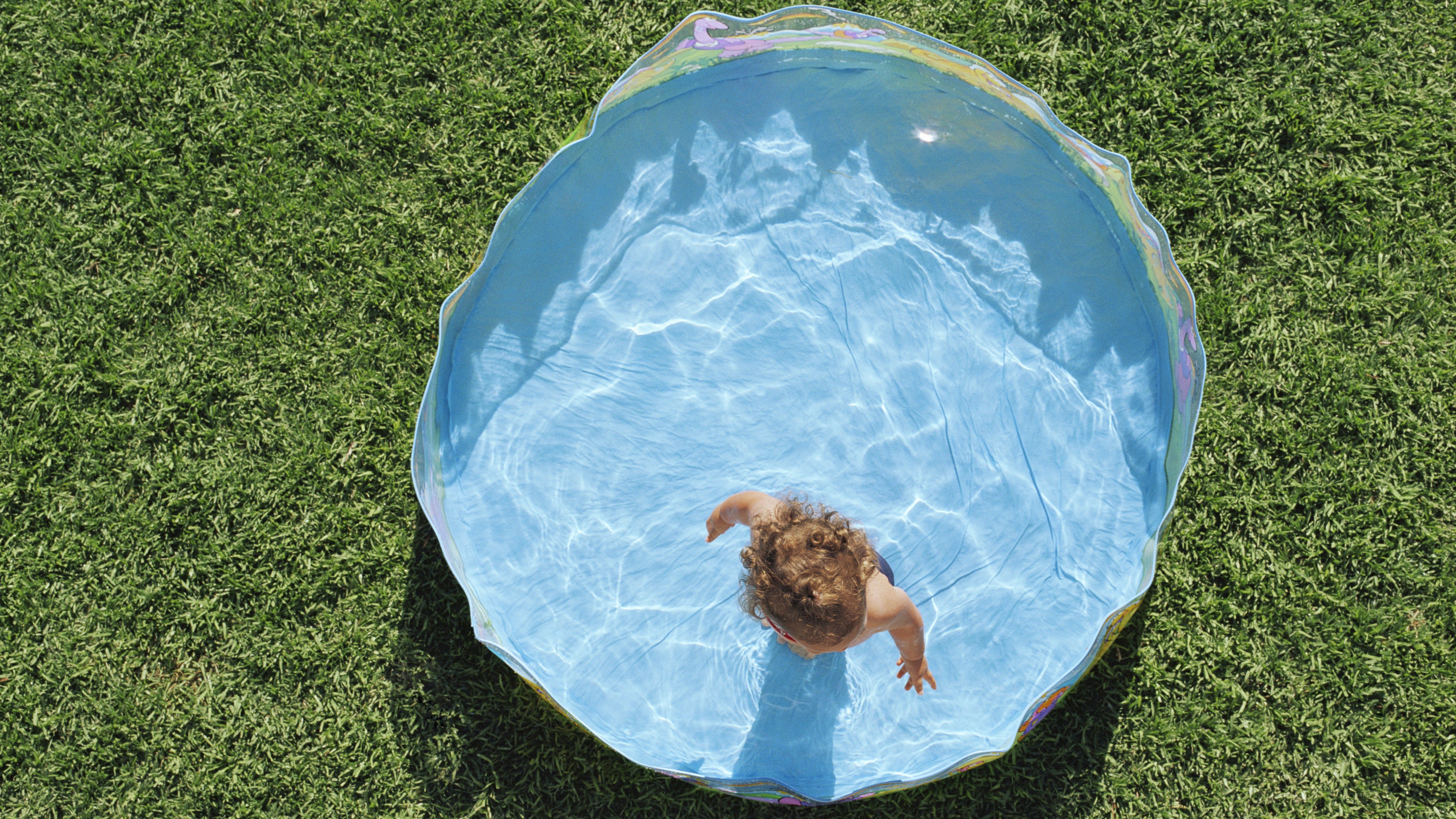Put Non-Slip Bathtub Stickers In Your Kiddie Pool