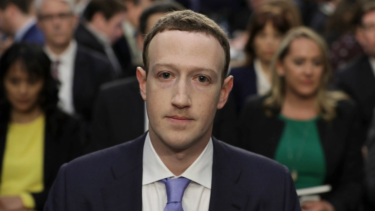 Mark Zuckerberg sitting before the US Senates
