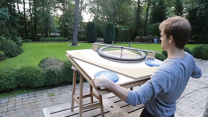 Turn an Old Drill and Bicycle Wheel Into an Impressive Frisbee Launcher