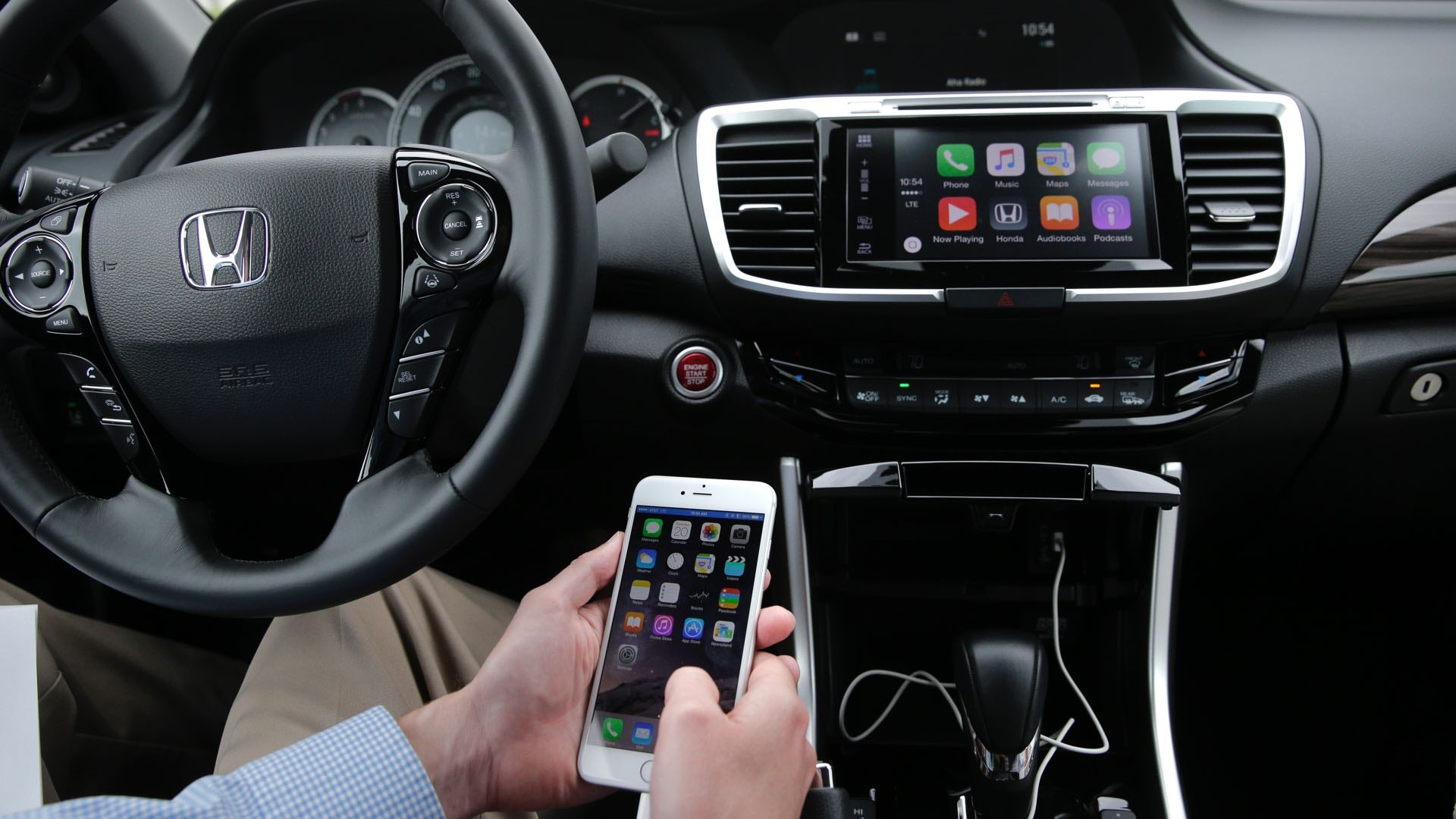 The US Government Wants To Cripple Your Smartphone When You're Driving