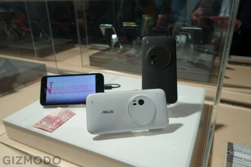 The World's First Cameraphone That Can Actually Zoom (Say Cheese)