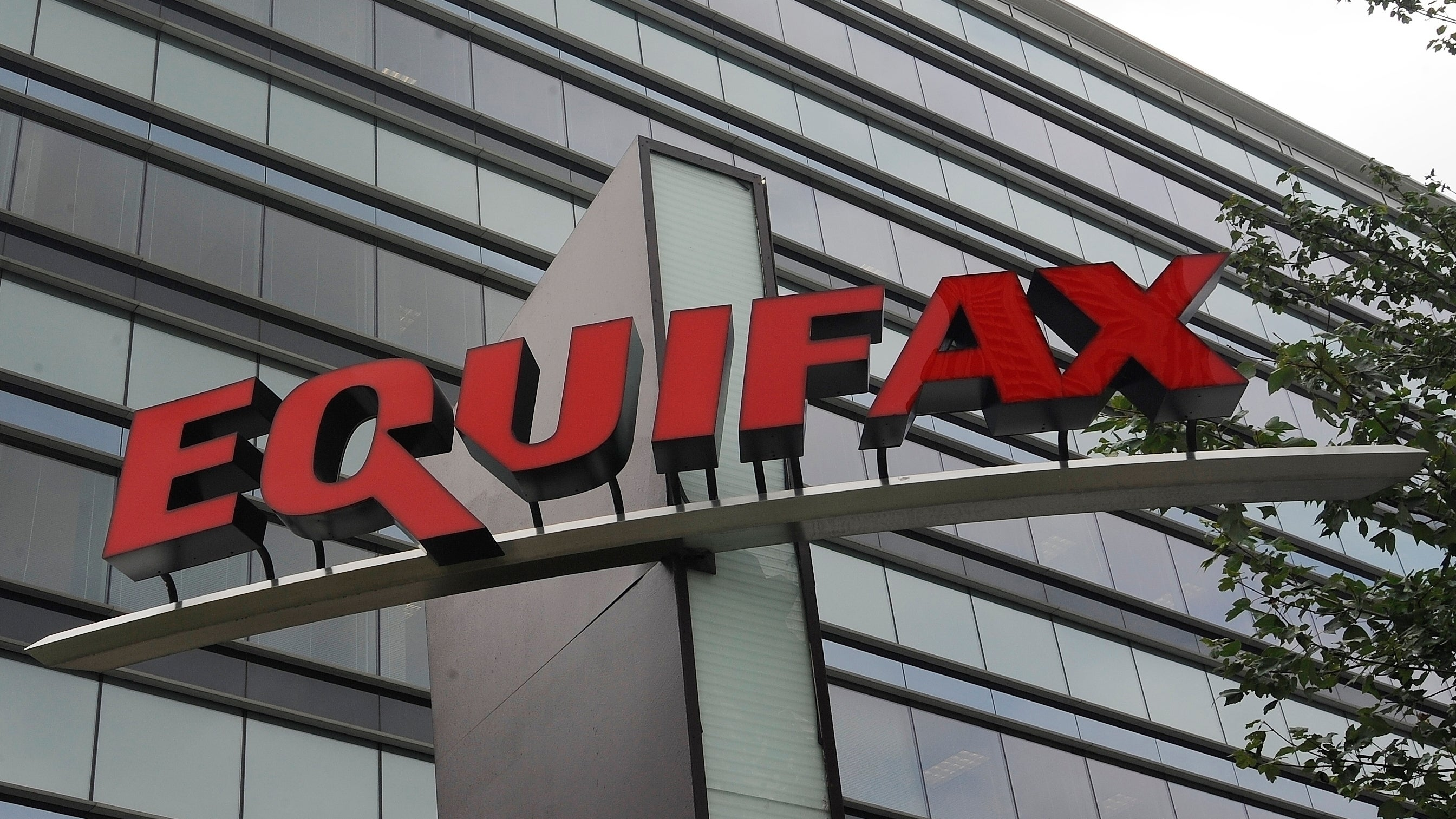 Former Equifax Manager Gets Home Confinement For Insider Trading Amid Data Breach