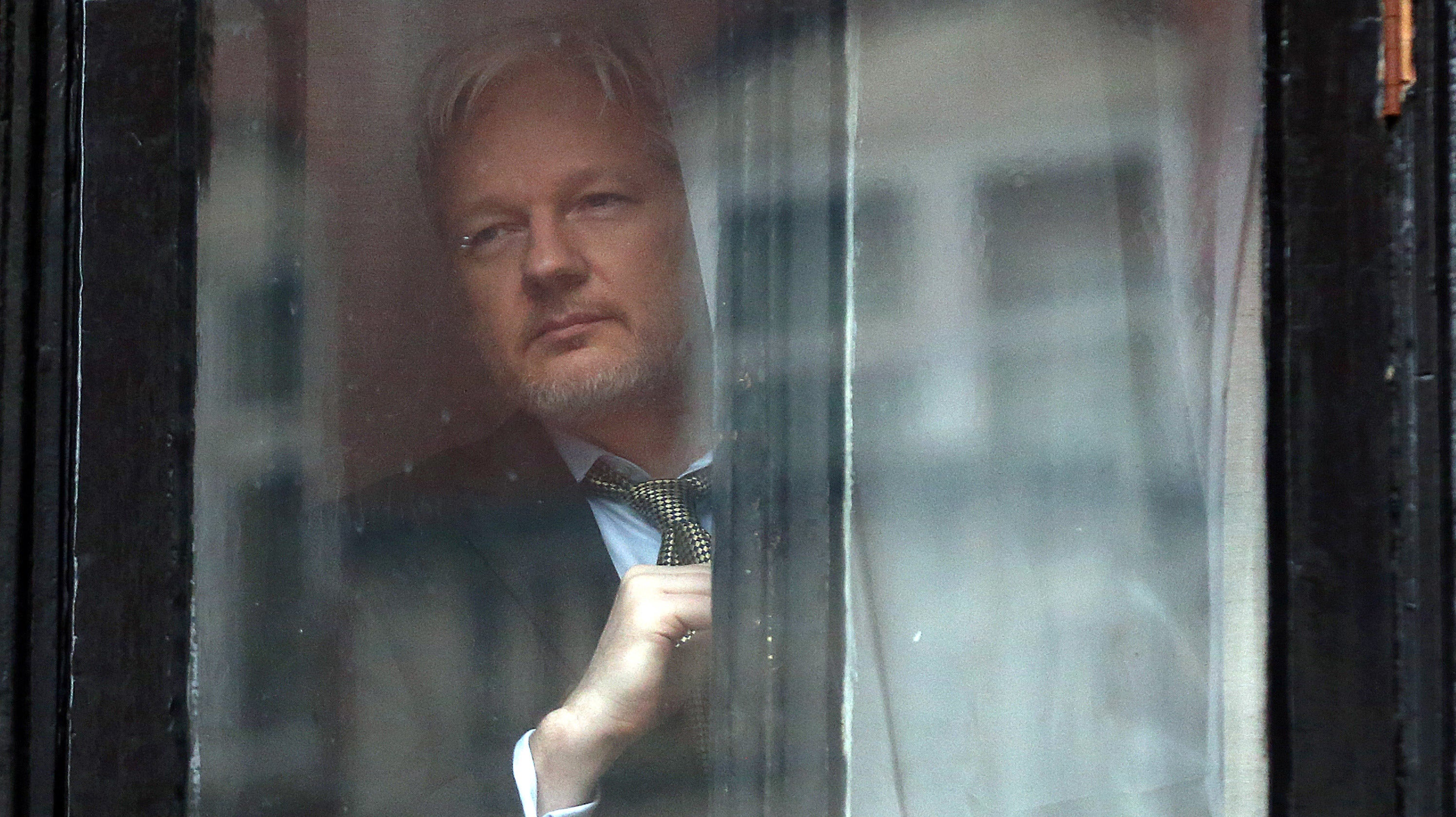Leaked WikiLeaks Email: Non-Murderer Julian Assange Doesn't Stink Or Live Under The Stairs