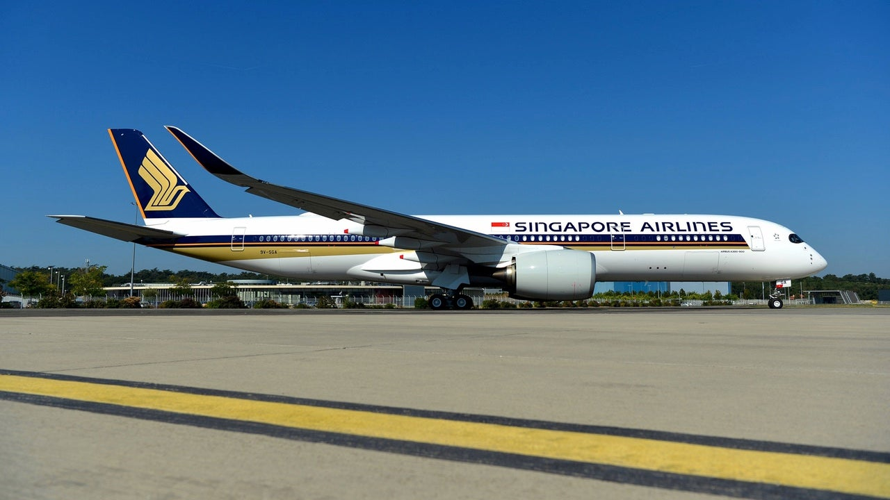 World's Longest Nonstop Flight Starts Service From Singapore To New Jersey This Week