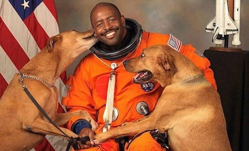 astronaut behind - photo #32