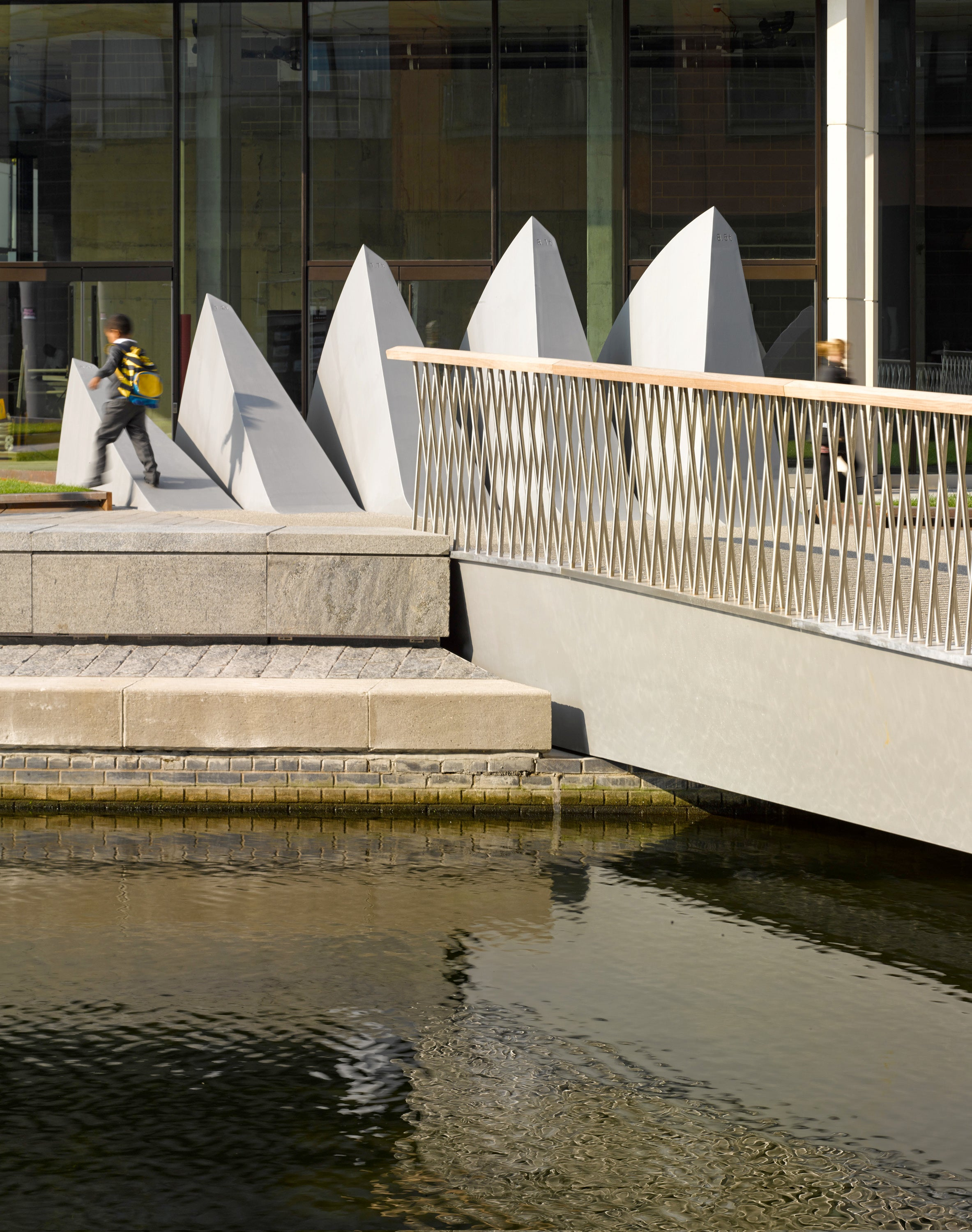 This Hydraulic Bridge Opens and Closes Like a 30-Ton Steel Fan