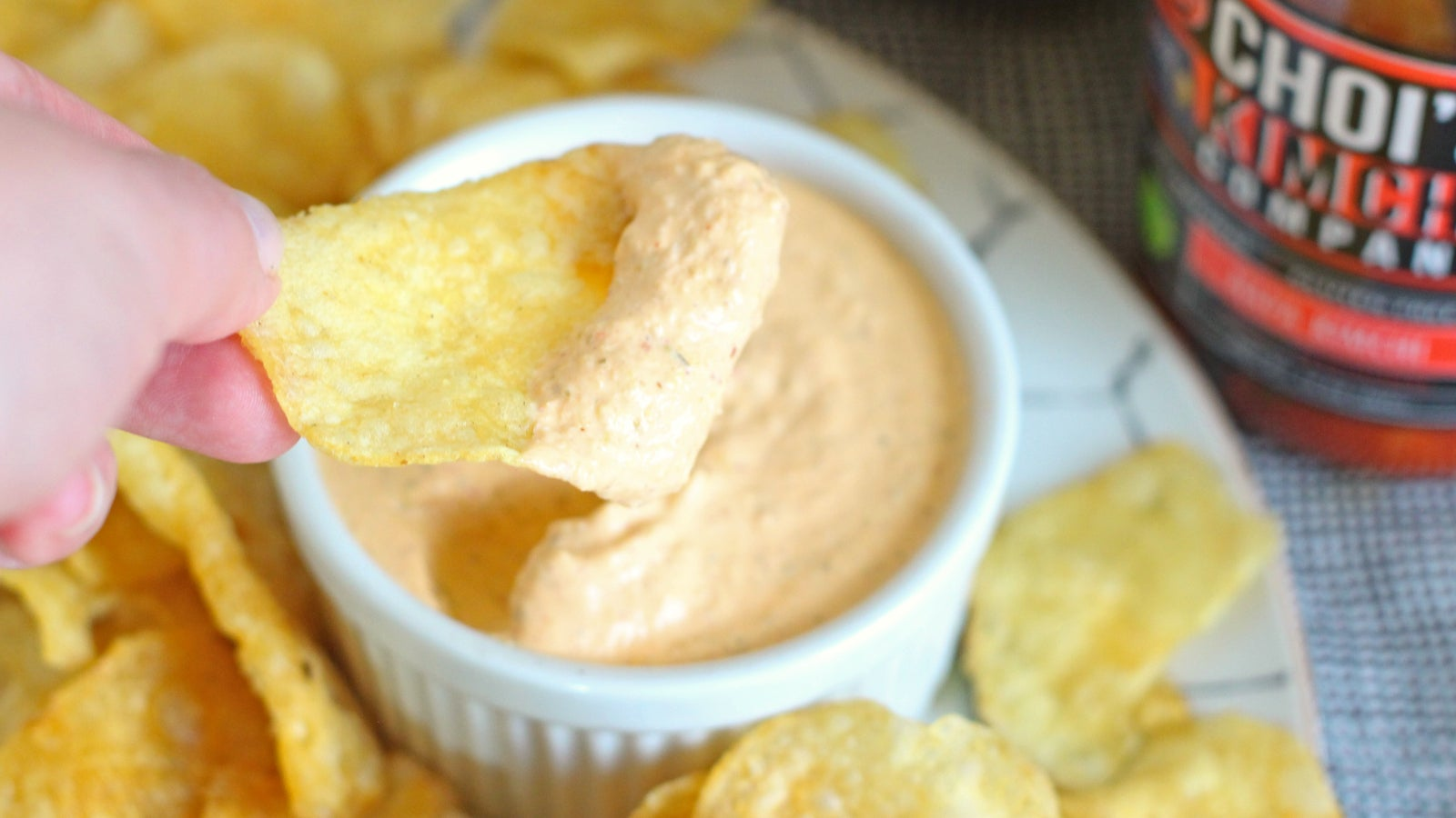 Add These Pantry Items To Sour Cream If You're Into Quick Dips