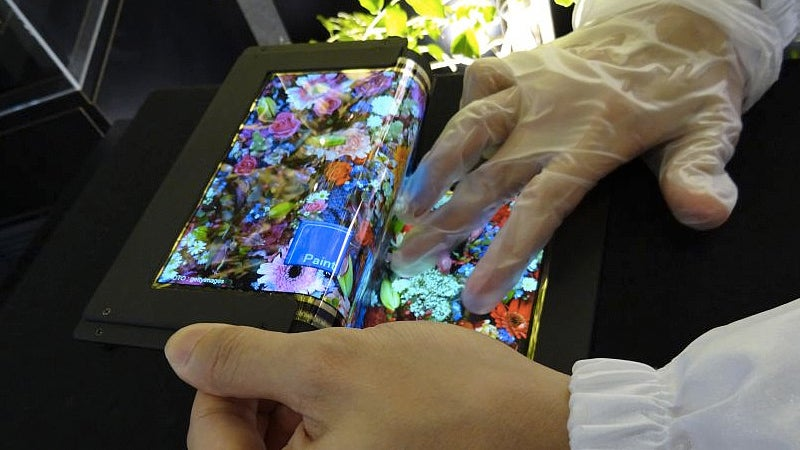 Tri-Fold Touchscreen OLED Could Give You Way More Smartphone Real Estate