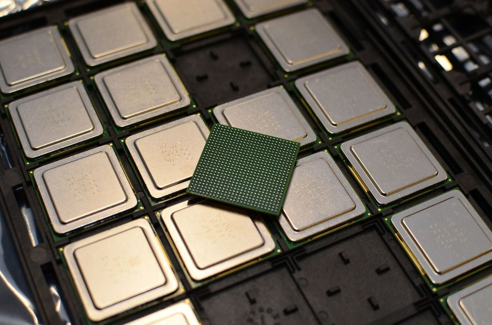 New 'KiloCore' Chip Is The World's First With 1000 Processors