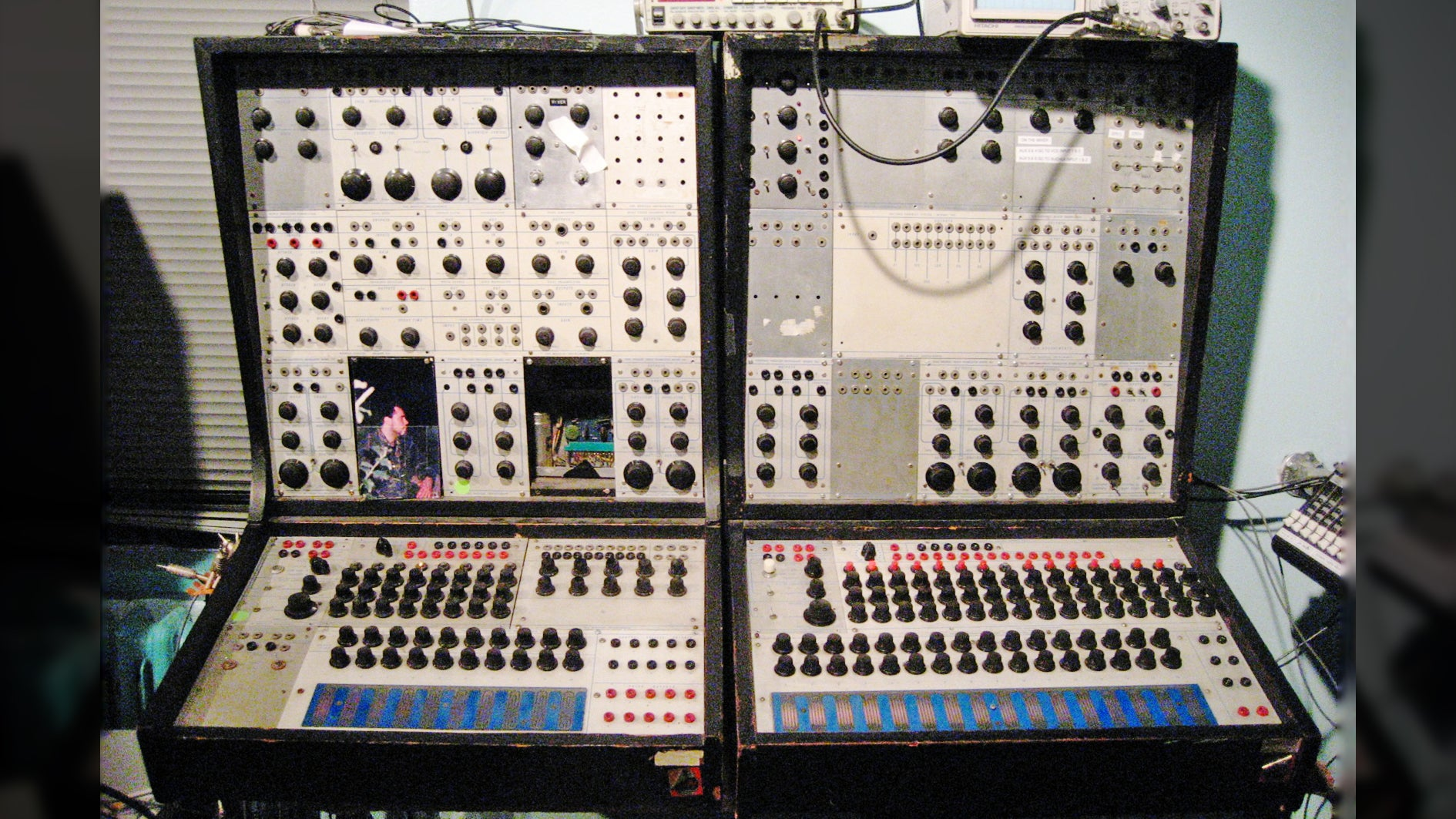 Man Restoring A Classic Synthesiser Goes On A 9-Hour Acid Trip After Accidentally Touching LSD-Covered Knob