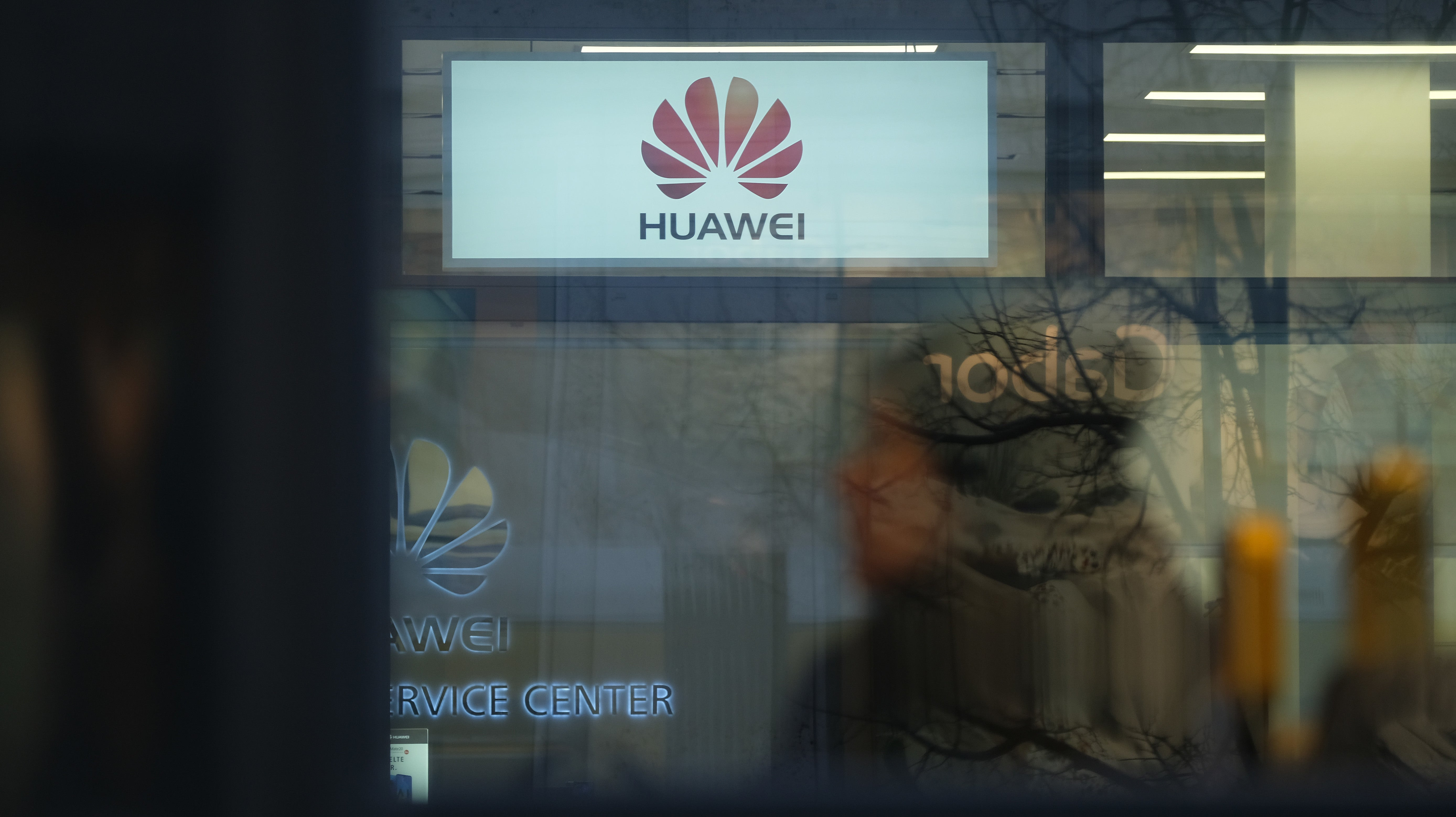 Now We Know What The Hell Is Going On With Huawei, Sort Of