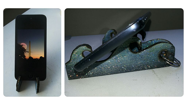 This DIY Keyring Stand Props Up Your Smartphone Or Tablet