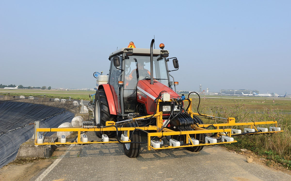 This Weedseeking Airport Tractor Spells Death for Dandelions