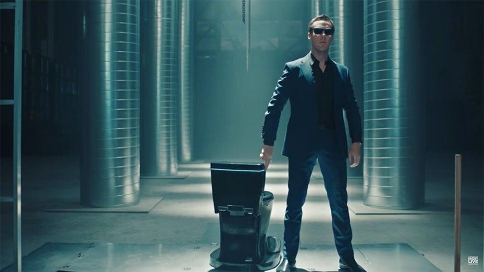 Benedict Cumberbatch Presents The Apple Toilet On SNL