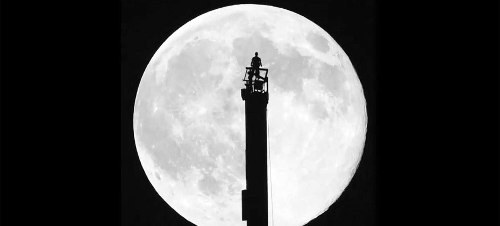 Spectacular video of the supermoon from the world's tallest building