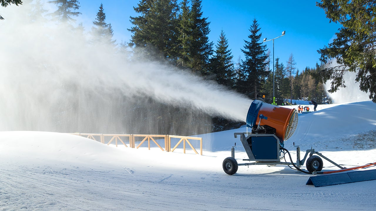 A New Machine Lets Ski Resorts Make Snow Even When It's 32 Degrees Out