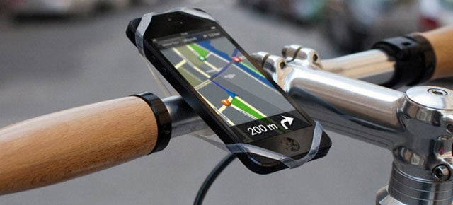 This Universal Mount Will Let You Use Any Phone on Your Handlebars